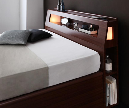 雰囲気ある安らぎの寝室。