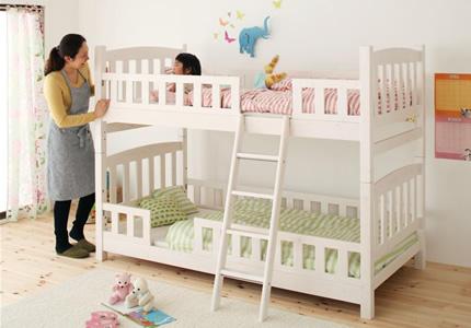 ベッドの高さは153cm!ママも子供も笑顔のロータイプ