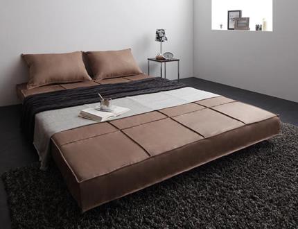 ベッド時は広々ダブルサイズ